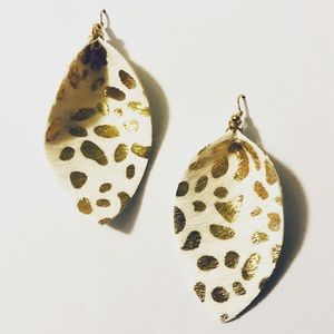 Beautiful Leather Earrings Ivory With Gold